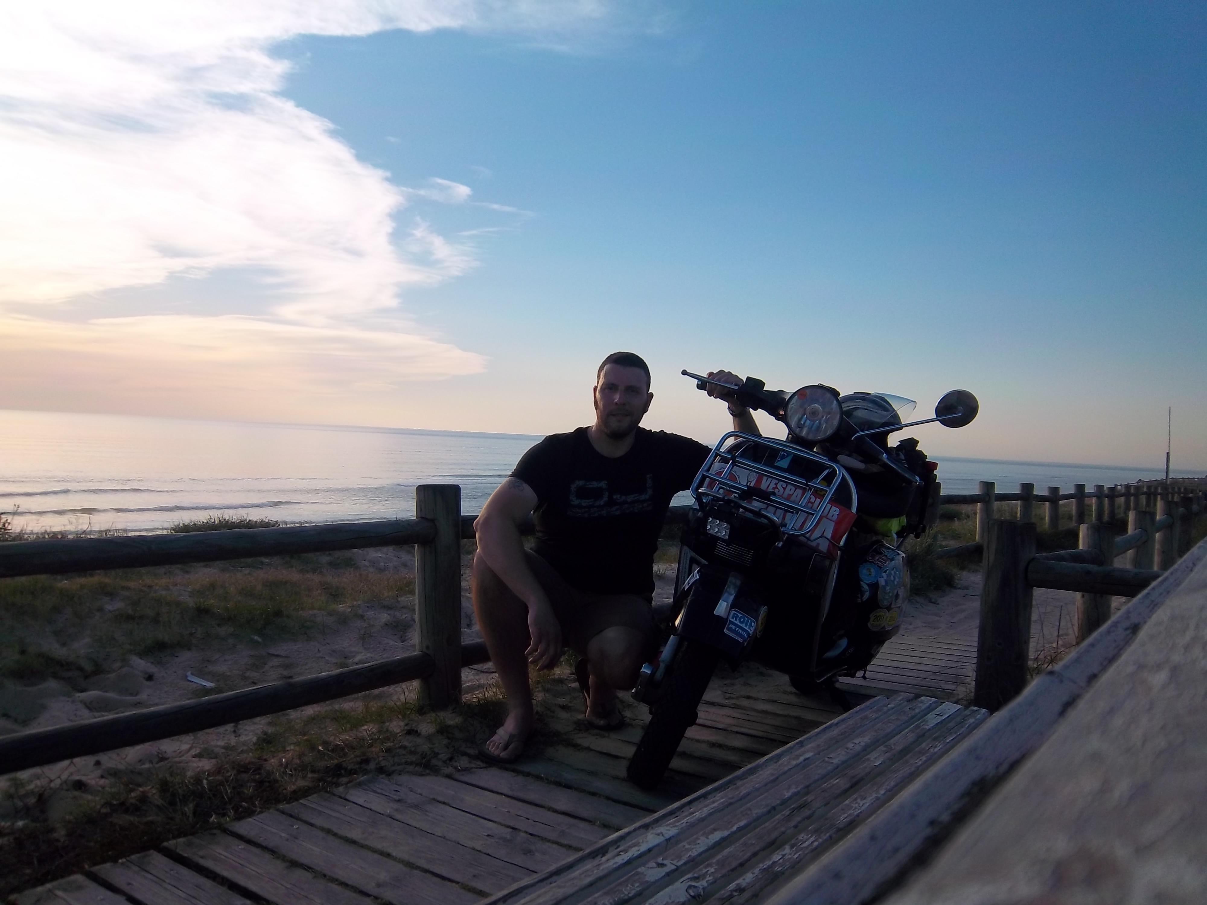 Carbonara Scrivia – Oceano Atlantico. 3000km in Vespa PX